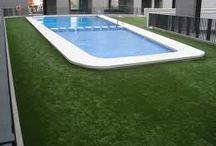 Kunstgras rondom zwembad / Fantastisch mooi en onderhoudsvriendelijk kunstgras rondom zwembad kopen en laten leggen? Informeer direct naar de mogelijkheden bij de goedkoopste leverancier van Nederland, kunstgras de Veluwe!