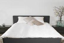 Zijden dekbedovertrek / Het zachtste, 100% zijden beddengoed: puur natuurlijk, vocht- en warmte regulerend, anti allergisch, ideaal bij nacht zweten. Een zijden dekbed valt om je heen als een tweede huid: slapen zonder woelen!