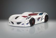 Super łóżko / Świetny design łóżka w kształcie samochodu zachwyci małego i dużego miłośnika szybkich sportowych aut.