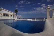 """La Costa del Sol / """"La Côte du Soleil » fait rêver par son nom et tient ses promesses : à peine 40 jours de mauvais temps par an. Découvrez notre sélection sur www.onoliving.com"""