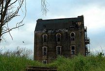 Forlatte gamle hus