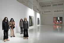 Rodney Graham / La exposición, A Glass of Beer, se compone de un total de nueve obras entre instalación, fotografías y vídeo y gira en torno a la música, y todo el universo que le rodea.