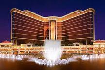 Casino Wynn palace Macau / Voici notre projet créer et installer à Macao Espace cave : rangement en casier croisillons en frêne teinté chêne vernis, avec échelle laiton + 3 caves rangement traditionnelles permettant d'avoir quatre températures au total - moteur déporté. Eclairage LED