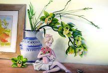 Орхидеи, ромашки.