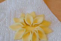How to make Flowers for cake decorating / by Birthday Cakes 4 Free