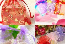 custom gift bags,custom gift boxes,gift boxes suppliers / We are a gift bags and gift boxes suppliers,which can custom gift bags and custom gift boxes,these materials include:canvas,cotton,plastic,paper,nylon, etc