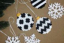 Globuri pentru bradul de Crăciun .