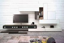Möbelmessen / Möbelmessen zeigen Produkte und Dienstleistungen aus den Bereichen Möbel, Möbeldesign, Möbelfertigung, Zubehör, Beleuchtung und Dekoartikeln. Möbelmessen sind in ihrer großen Mehrheit Publikumsmessen, nur wenige Veranstaltungen dieser Art, meist Messen, die sich an Zulieferbetriebe des Möbelhandels richten, sind tageweise, oder gänzlich dem Fachpublikum vorbehalten.