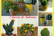 háčkované kaktusy