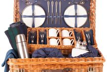 The Edwardian luxury picnic hamper, re-live the age of elegance / Superbly packaged in English wicker our Edwardian hamper contains the essentials and the touches of luxury that will set-off any occasion. Crystal wine glasses, a pure wool rug and gold-edged English bone china will elevate your picnic to al-fresco fine dining. Available in Oxford Blue and British Racing Green in a 2,4, and 6 place setting. Buy online at www.amberleyhampers.com