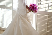 Photography, portrait of bride illuminated by window light - Weddings by Grace and Mona