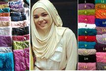 mukena dan jilbab / kami menjual berbagai macam model jilbab bergo mukena dan fashion muslimah yang lain trend masa kini, dengan memakaai bahan berkwalitas dg harga grosir