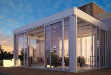 Giardini di Inverno / Gliinfissi in alluminiocon vetrate e coperture mobili SUNROOM sonosinonimo di più spazio, più luce, più funzionalità in tutte le stagioni. Grazie ad una gamma di prodotti unici e di elevata qualità si possonorealizzare verande per balconi, giardini d'inverno, alberghi, ristoranti e complesse soluzioni strutturali per abitazioni private e locali pubblici in genere.