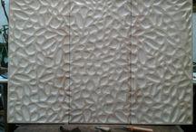 ENCHAPES / Dale a tus espacios el calor y el confort del cuero. Decoramos con módulos en pergamino, crupòn o cin Belt; sus muros, pisos o chimeneas.  hechos a la medida de su proyectos