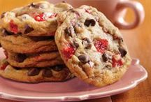 Christmas Cookies / Visions of sugar cookies are dancing in our heads! Find all the sweet, wintry recipes you need to bake up a storm this holiday season. / by Key Ingredient Recipes