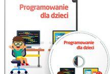 Nauka programowania / Na tablicy zamieszczone są materiały dotyczące nauki programowania.