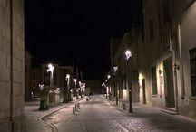 Nocturnos / Detalles de pueblos y ciudades en la noche
