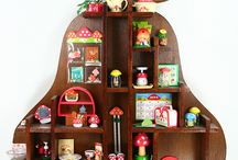 Display / Ways to display your collections, from gallery wall to bottles, to vintage pans and books. Shelving, picture ledges, gallery walls, shelfie
