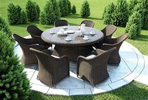 Rondo Royal / Okrúhle stoly RONDO so sklom z okrúhleho umelého ratanu sú v dvoch velikostiach 130 cm a 180 cm.  Na hornej doske z polyuretánových vlákien je priehľadné 7 mm tvrdené sklo. Nohy sú vybavené plastovými nožičkami, ktoré zabezpečujú stabilitu na klzkom alebo nerovnom povrchu.  Ku stolu sú najvhodnejšie kreslá LEONARDO, AMANDA, DOLCE VITA a FIRENZE.   Konštrukcia je zo zváraného hliníka, výplet z kvalitného okrúhleho polyuretanu, 7 mm tvrdené priehľadné sklo.