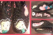 Zapatillas pintadas / Zapatillas pintadas a mano para peques y mayores. Estilos personalizados en zapatillas pintadas a mano. Originales, divertidas, exclusivas, pintadas, así son, nuestras zapatillas en Talentox2 Moda. Pregunta sin compromiso en talentox2moda@hotmail.com #zapatillaspintadasmano #zapatillasoriginales #pintotuszapatillas #tutiendadezapatillaspintadasamanoalzada #colecciondezapatillas