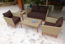 Linha Coquimbo / A linha Coquimbo é composta por sofá de dois lugares. poltrona, mesa de centro e mesa de canto.