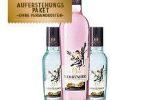 Drinks / WEIHWASSER Spiritus und WEIHWASSER Sanctus sind zwei Rezepturen, die eine Geschichte haben, herrlich anders schmecken und in der edlen Glasflasche äußerst ansprechend verpackt sind. Beide Getränke sind wunderbar miteinander kombinierbar und selbstverständlich auch einzeln ein Genuss.