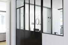 Focus : Verrières d'atelier / La verrière d'atelier, atout majeur de votre décoration d'intérieur, laisse passer la lumière et vous permet d'optimiser l'espace avec une touche industrielle très tendance !
