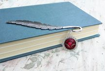 Book-Schmuck - Jewelry Bookmarks / Extraordinary bookmarks with handpainted mixed media pendants with metal cuttiings & shavings