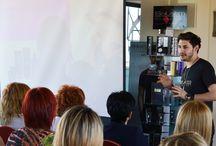 #Gala #BarberShop con el estilista José Mora / #SalermCosmetics ha celebrado una #masterclass para exponer las últimas tendencias de #corte #masculino  El estilista José Mora ha llevado a cabo esta #Gala #BarberShop en Lleida.   ¡No te pierdas las imágenes del evento!  #Formación #Cabello #Estilistas