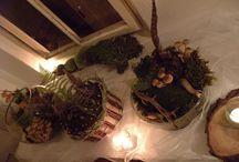 Lesní aranžování / Lesní aranžerská práce. Kompozice mechu, hub, klacíků ve skle. Prostorová kompozice pro svatební stoly.