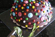 Piñata cake smash cake