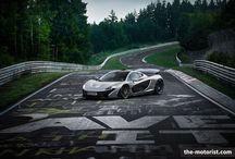 McLaren P1 auf der Nordschleife  / Newsupdate: McLaren P1 schlägt den Porsche 918 auf der Nordschleife. Und was macht der Ferrari LaFerrari? Mehr dazu hier http://bit.ly/1hE64Zn.