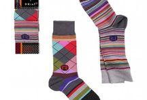 Les Mix Max Homme / Vous aimez la mode ? Alors, découvrez ces chaussettes hommes aux couleurs et aux motifs fascinants. Changez vos chaussettes et donnez-vous un nouveau style élégant et coloré !  #socks #mode #homme #nouveau #couleur #losange #gentlemen #men #fashion #class #triangle #plume #rayure #sockshomme #socksmen #chaussettes #costume