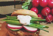 Tonyburgers / Проповедуем жизнь со вкусом, готовим с настоящим мясом, обслуживаем с большой любовью, ждём вас с искренним аппетитом ☎️+79789177177   Ялта,Гоголя,4
