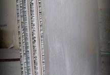 Lightweight Stone Panel with Aluminum Honeycomb / Aluminum Honeycomb Backed Natural Stone Panels by  Lamina Stone. Slabs size is 20x1250x2500mm Total weight is 56 kg.  Lamina Stone , Limestone mermer ile Alüminyum honeycomb lamine edilerek, hafif sağlam doğal taş paneller üretilmektedir. Plaka ebatları 20x1250x2500mm Toplam Plaka ağrılığı 56 kg'dır.