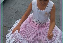 Платья вязаные для девочки