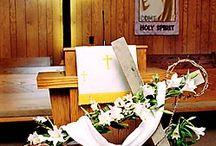 Пасхальный декор в церкви.