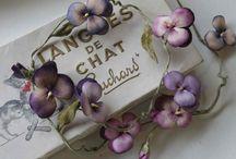 Antiques~violets/cassis