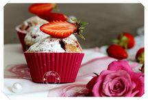 Muffins, fraises et myrtilles
