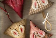 Pincushions / by Gay Booysen