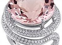 Morganite Jewelry / Morganite is the stunningly beautiful peachy-pink variety of the mineral beryl. Its more recognizable beryl siblings are emerald and aquamarine. The gemstone owes its lovely, ladylike colors to the presence of manganese or cesium.