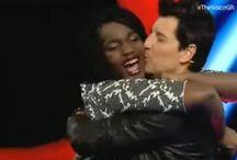 Το φιλί του Ρουβά στη 16χρονη διαγωνιζόμενη από τη Νιγηρία - BINTEO