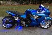 Μπλε μοτοσικλετα