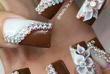 Rhinstones nail
