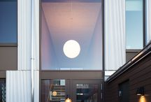 Göingegeten / Lägenhetshus i två plan upplåtna med hyresrätt. Prefabricerade stommar av vitbetong.  Johan Sundberg Arkitektur och Blasberg Andréasson arkitekter. 2015.