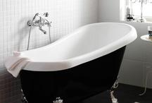 Badkar / Att få sjunka ner i ett varmt bad är för många den bästa sortens avkoppling. Upplevelsen blir total i Hafas ergonomiska badkar, med bra baddjup och elegant design. Vatten har ansetts ha en hälsobringande effekt i tusentals år, och därför brukar det heta att vatten är bästa skönhetsmedlet - det är en av många bra anledning att investera i ett badkar.