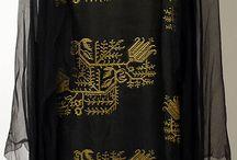 001. Чёрные платья.