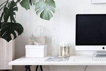 Foto - Idee 04b / hell, schwarz/weiß, frisch, Typo, kleiner Raum, Pflanzen, scandi style, Holzboden, weiße Wand, Kleinstadt