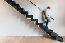 zwarte trappen / Een nieuwe trap met een geweldige visuele kracht? Onze black collectie is een interessant voorstel als je een design trap beoogt die meteen ook een eyecatcher is. Een fijne, zwevende trap in zwarte afwerking trekt de aandacht zonder het geheel te overschaduwen, terwijl een massieve bloktrap een echt statement wordt in jouw interieur.