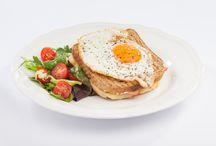 Snídaně / První jídlo dne působí jako přirozený životabudič. Ulehčí vám vstávání a navrátí vás do zajetých kolejí.